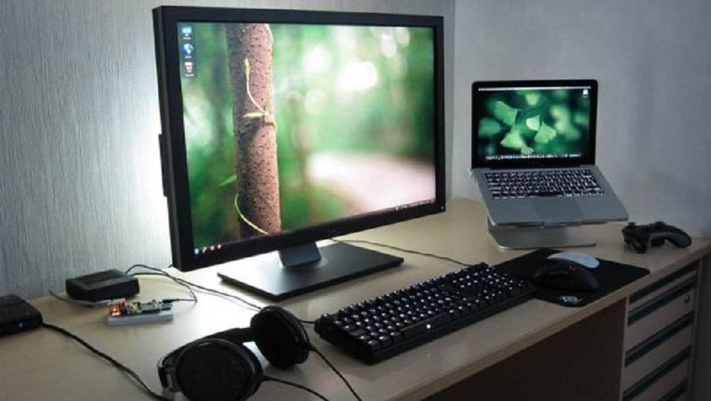 Kerja Pakai Laptop